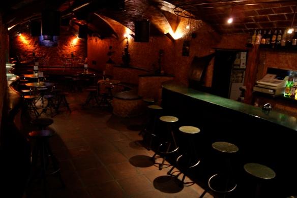 Un bar que te espera cada noche con la mejor música y las mejores copas
